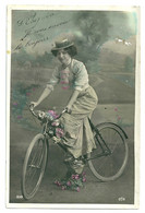 CPA Fantaisie - Femme Bicyclette - Women