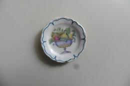 Fève Vaisselle - Assiette Ancienne En Porcelaine Au Décor De Fruits Pomme Poire - Charms