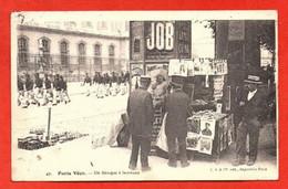 Paris Vécu - Un Kiosque à Journaux. - Artigianato Di Parigi