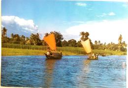 #907   Boats In The Full River Of Bangladesh - Postcard - Bangladesh