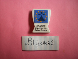 Feve PERSO En Porcelaine - BLASON DE SAINT BRICE EN COGLES - Serie VALLEE 2011 ( Feves Figurine Miniature Proto ) RARE - Regio's