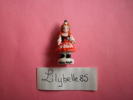 Feve PERSO En Porcelaine - COSTUME POLOGNE - Serie VALLEE 2011 ( Feves Figurine Miniature Proto ) RARE - Regio's