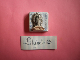 Feve Artisanale - AIX EN PROVENCE - MOULIN A HUILE - MH ( Feves Figurine Miniature ) - Regio's