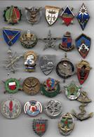 Lot De 25 Insignes Avec Attaches Non Conformes - Abzeichen & Ordensbänder