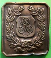 Petite Plaque Ancienne En Cuivre 5,5 X 6 Cm  Avec Initiales Et Branche De Laurier  ? , Bon Etat - Rame
