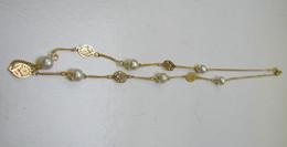 Bijoux. C. 245. Collier Doré Avec Perles Et Intermédiaires - Collares/Cadenas
