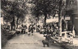 V9Sv   14 Cabourg Le Marché Sur L'avenue Du Centre En TBE - Cabourg