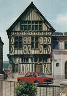JOIGNY (Yonne): Place St-Jean - Maison De Bois (voiture Années 60) - Joigny
