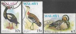 Malawi 1975   Sc#238-9 Rounded Corner, 243 (crease Bottom Center To Right Center) Birds Used   2016 Scott Value $11.05 - Malawi (1964-...)