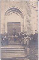 CARTE-PHOTO- LES INVENTAIRES - EGLISE NON SITUEE -1906  SEPARATION DES EGLISES -PORTE FRACTUREE - CURE ET VILLAGEOIS - Ansichtskarten
