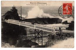 Cpa Biarritz Pittoresque Vague Au Rocher De La Vierge Circulee En 1910 - Biarritz