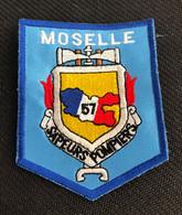 ECUSSON SAPEURS POMPIERS   SDIS 57. MOSELLE   GRAND MODELE - Andere