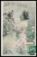 Cp Glacée - Vive Ste LOUISE - Femme En Robe Avec Cocarde Dans Les Cheveux - Roses - Firstnames