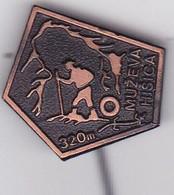 SLOVENIA  --  PIN  --   MUZEVA HISICA  --  CLIMBING SOCIETY, MOUNTAINEERING, ALPINISM - Alpinisme, Beklimming