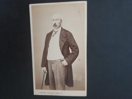 CDV ANCIENNE VERS 1900. PORTRAIT D UN HOMME ÉLÉGANT.  PHOTOGRAPHE G. PENABERT À PARIS - Alte (vor 1900)