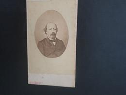 CDV ANCIENNE VERS 1900. PORTRAIT D UN HOMME ÉLÉGANT. - Alte (vor 1900)