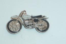 Pin's MOTO 109 - Motorfietsen