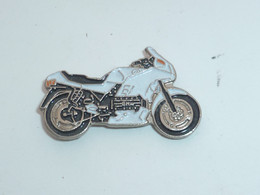 Pin's MOTO 100 - Motorfietsen