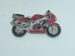 Pin's MOTO 104 - Motorfietsen