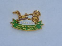 Pin's CHIBLINS, MUSEE ROMAND DE LA MACHINE AGRICOLE - Transport Und Verkehr