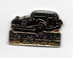 Pin's  Ville, Automobile  Citroën  Traction  Noire  Gge  Des  ROSIERS  DIJON  ( 21 ) - Citroën