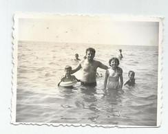 Man,Girl,Boys At Sea Rd460-393 - Anonyme Personen