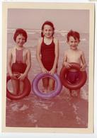 Snapshot Superbe Enfant Kid Boy Garçon Fille Girl Baignade Maillot Vacances Couleur Rose Pink Bouée Inflatable Holidays - Persone Anonimi