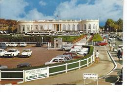 14 - DEAUVILLE - T.Belle Vue Couleur Animée Du Hall Du Casino ( Parking Voitures ) - Deauville