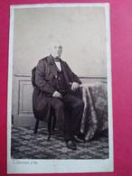 Photo CDV Second Empire - Vieil Homme Assis - Circa 1870 - Photo Subercaze à Pau  BE - Ancianas (antes De 1900)