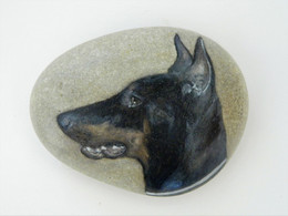 Original Painting Of A Dobermann Dog Hand Painted On A Smooth Beach Stone Paperweight - Fermacarte