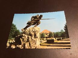 Dinant - Monument Et Cimetière Français - Dinant