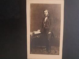 CDV ANCIENNE VERS 1880. PORTRAIT D UN HOMME ELEGANT - Antiche (ante 1900)