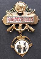 - Ancien Insigne De Conscrits - Bon Pour Les Filles - Militaire - - Other