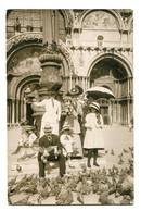 ITALY (or Switzerland ?) - Superbly Animated RPPC Of Family Feeding Pigeons - VG Venezia PMs 1911 - Milano (Milan)