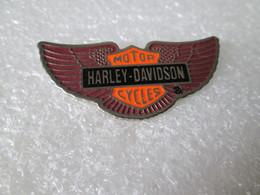 PIN'S    HARLEY DAVIDSON   MOTOR CYCLES     39X19mm - Motorfietsen