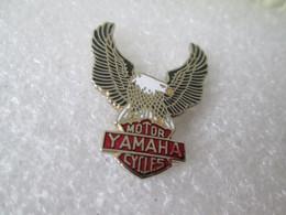 PIN'S    MOTO    YAMAHA    MOTOR CYCLES   Email Grand Feu  2 Attaches - Motorfietsen