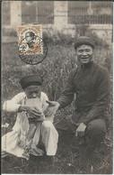 ASIE : VIET-NAM : Hanoi;  Indigène Fumant Dans Une Brique - Vietnam