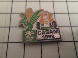 1218c Pin's Pins / Rare Et De Belle Qualité !!! THEME TRANSPORTS / TRACTEUR AGRICOLE MAÏS CASAM 1992 - Transport Und Verkehr