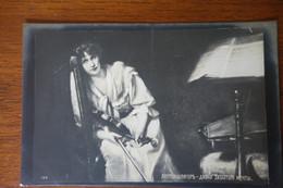 Carte Russe - RUSSIE - Femme Violon - Postcards