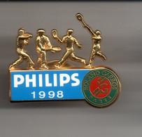 REF Y3 : Pin's Pin Arthus Bertrand Philips Roland Garros 98 Les Mousquetaires Rare - Tennis