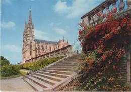 La Chapelle-Montligeon : La Basilique Notre-Dame Et Ses Jardins Fleuris (Voyagé 1975) - Autres Communes