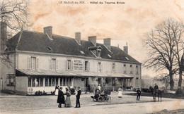 CPA Le Haras Du Pin (Orne), Hôtel Du Tourne Bride, Animée - Autres Communes