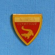 1 PIN'S //  ** NIMES OLYMPIQUE / N.O / LES CROCOS ** - Calcio