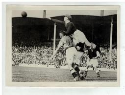 FOOTBALL FOOT BIRMINGHAM VS ARSENAL SUR TERRAIN HIGHBURY LONDON ARRET DE HIBBSN GARDIEN DE BUT 1933 - Sporten