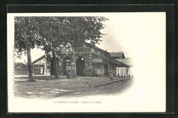 CPA La Ferté-Saint-Aubin, Place De La Halle - Unclassified