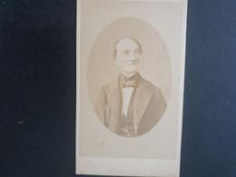 CDV ANCIENNE ANNÉES 1880. PORTRAIT D'UN HOMME. PHOTOGRAPHE CHARLEMAGNE VERRIER À PARIS - Alte (vor 1900)