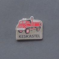 1 Pin's Sapeurs Pompiers De KESKASTEL (véhicule MERCEDES) (BAS RHIN - 67) - Bomberos