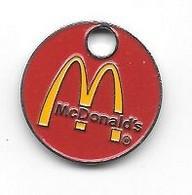 """Jeton De Caddie  Fond  Rouge  Restaurant  Rapide  """" M """"  MacDonald's - Munten Van Winkelkarretjes"""