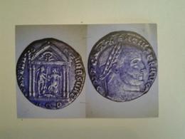 Sesterce De Maxence Tête A Dr Rv Rome Assise A Dr Presente Un Globe A Maxence Sur Le Fronton La Louve Romulus Et Remus - 7. El Imperio Christiano (307 / 363)