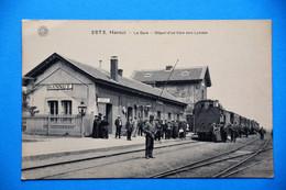 Hannut: La Gare Très Animée Avec Train Et Voyageurs - Hannut